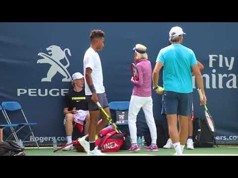 Auger-Alassime and Shapovalov warm up