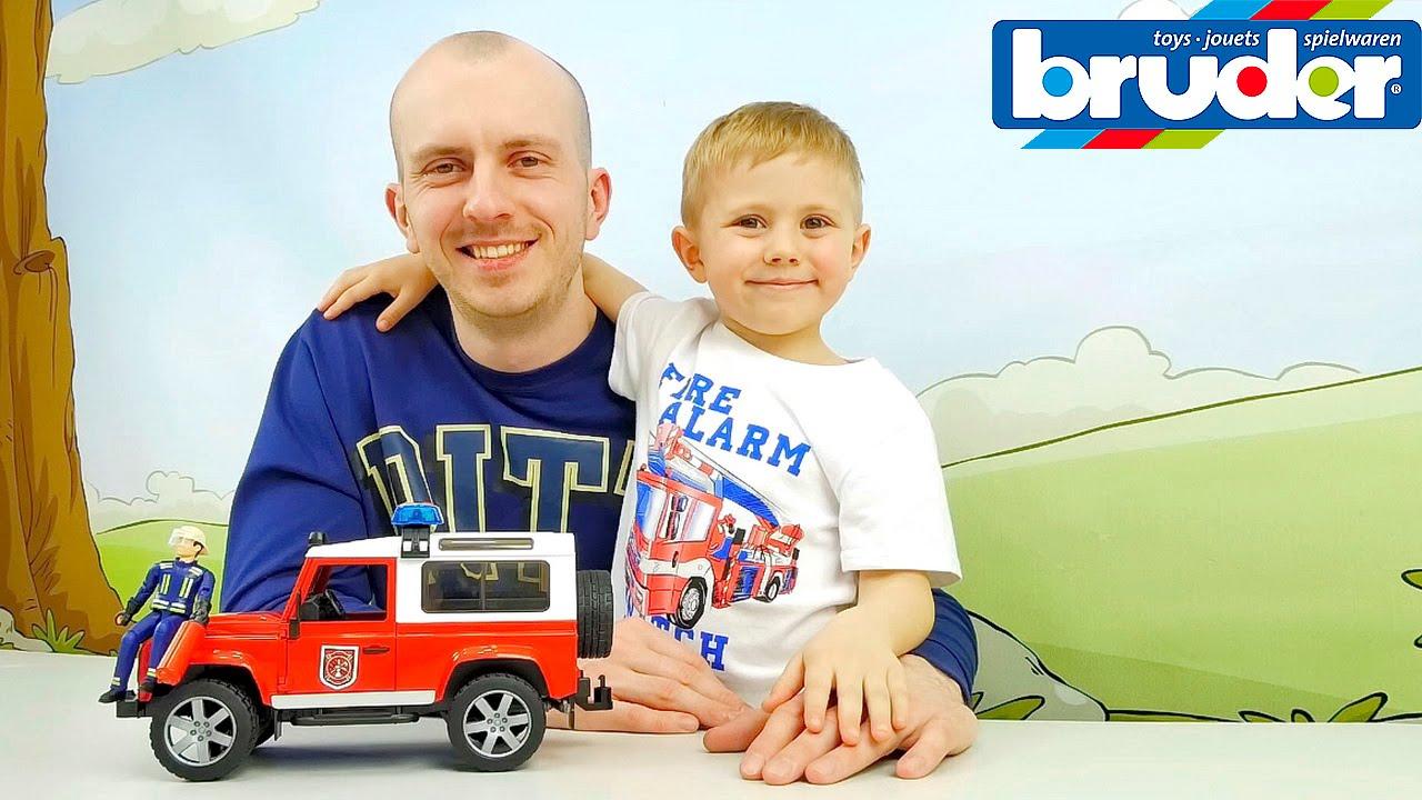 Пожарный Джип BRUDER и Даник с папой - Видео для мальчиков  LAND ROVER DEFENDER Station Wagon