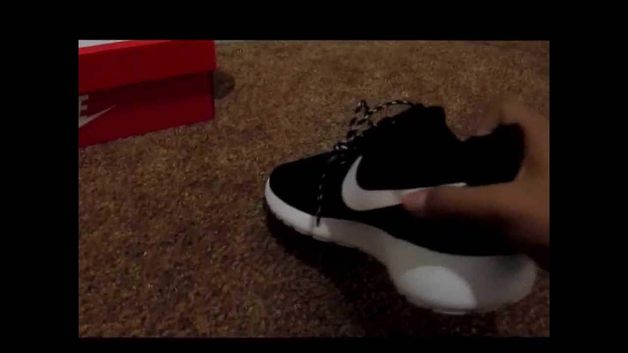 9c3bf8866e2a3 Nike Women Roshe Run Unboxing! black white-volt - YouTube
