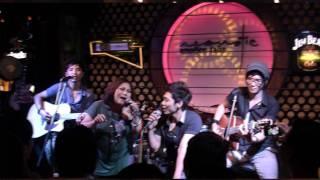 LY Cà  Phê Ban Mê - Siu Black in Mini Show It's Time Band