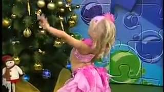 الطفلة انجيلينا ترقص