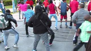"Kids In Chicago ""Bop Dance"" At Community Event"