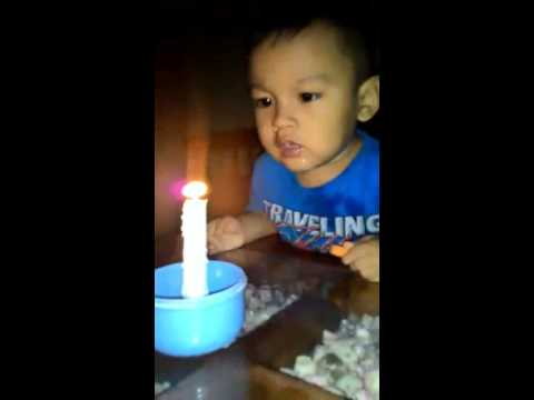 Anak Tiup Lilin Lucu Sekali