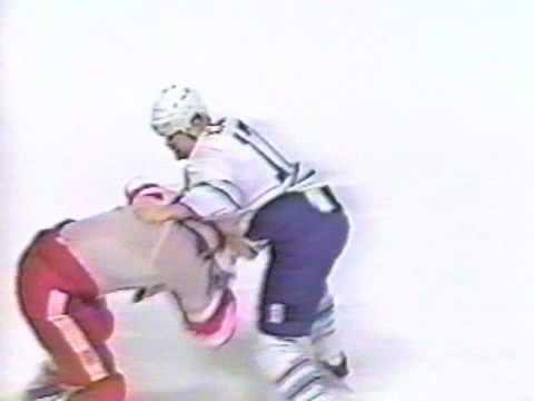 Bob Probert vs Wendel Clark Round 1 Dec 9, 1992