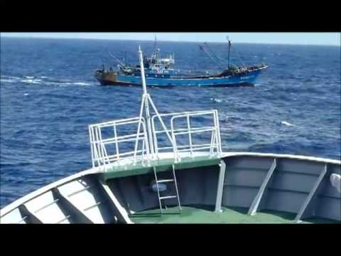 A china ship attacks The Japanese ship around The Senkaku Islands *Leaked Video*