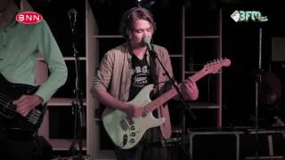 Mozes and the firstborn -  'Crawl' (Live @ BNN That's live - 3FM)