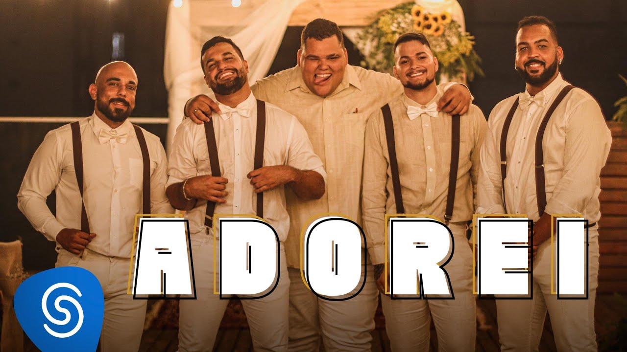 Grupo Menos é Mais - Adorei (Clipe Oficial)