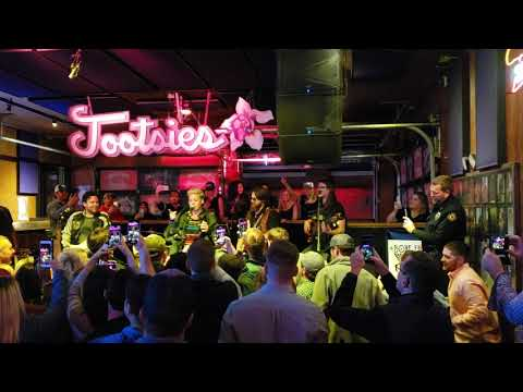 Teri Ann - Pink Hangs At Nashville Bar After Show & Sings A Janis Joplin Song!