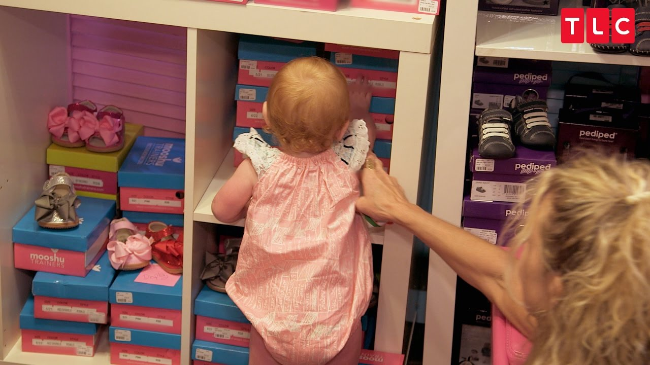 What Happens When Quintuplets are Unleashed on a Shoe Store? | OutDaughtered