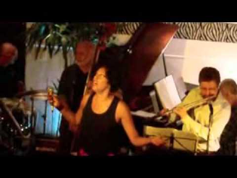 Sanny Alves cantando Linda Flôr no Triboz  27 05 11