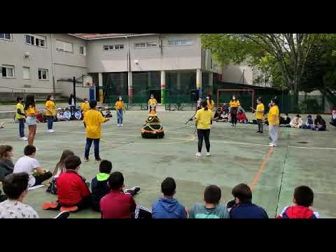 Os alumnos do CEP Marcos da Portela de Pontevedra celebran Os Maios
