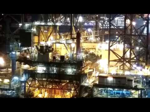 OFFSHORE RIG -NIGHT VIEW