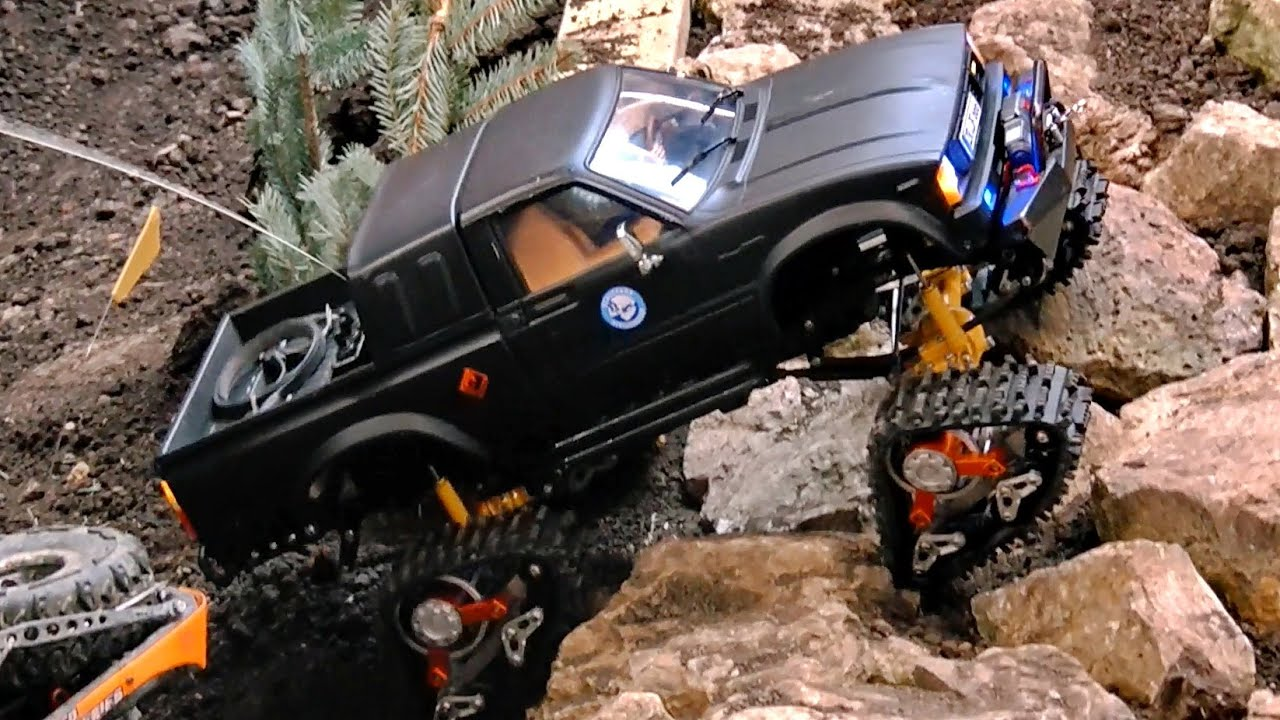 Rc Offroad 4x4 >> RC 4x4 OFF-ROAD CRAWLER TOYOTA WITH CHAINS IN ACTION / Erlebniswelt Modellbau Erfurt 2016 - YouTube