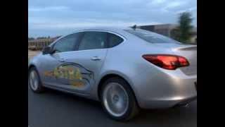 Opel Astra (Опель Астра) сравнительный тест-драйв седан/хетчбек // АвтоНомия(Сравнительный тест-драйв Опель Астра в кузове седан и в кузове хетчбек. Обзор экстерьера и интерьера обоих..., 2013-11-13T15:34:51.000Z)