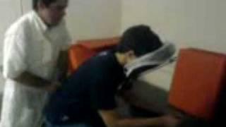 Pedrinho sendo enrrabado na massagem...