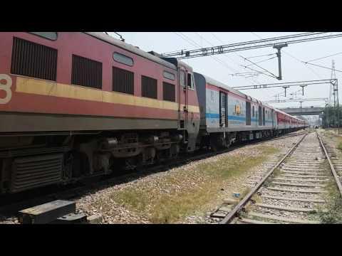 WAP4:13258 DANAPUR TO ANAND VIHAR JAN SADHARAN EXP AMROHA RAILWAY STATION DEPARTING......