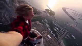 Crazy Russians climb Dubai skyscraper