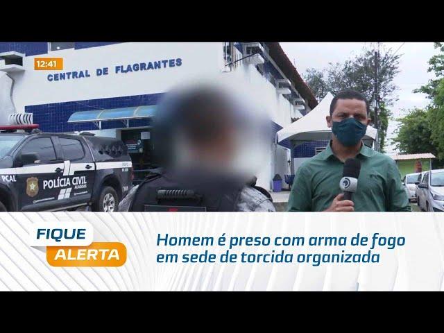 Homem é preso com arma de fogo em sede de torcida organizada no centro de Maceió