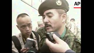 Japanese soldiers arrive en route to Iraq; visit US base