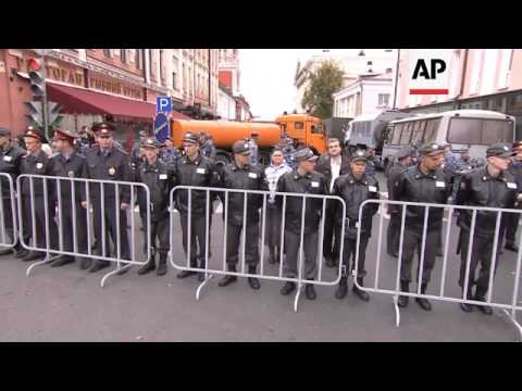 Russians fill Moscow's streets in anti-Putin protest