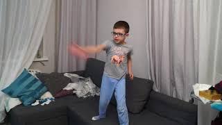 Дима играет в Kinect Star Wars. 03.04.18