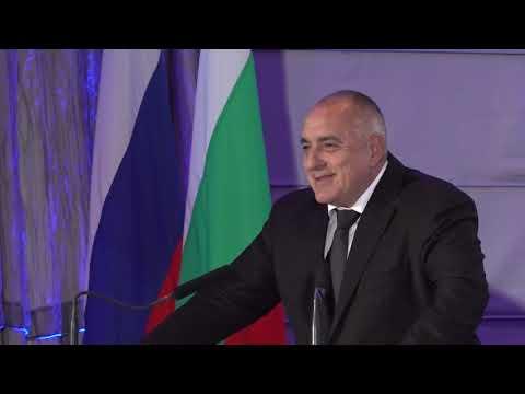 С руския премиер @Медведев открихме Българо-руски бизнес форум в областта на туризма. За да бъде максимално лесно на туристите, в 59 руски градове могат да се издават български визи. В страната ни има добри неща, които можем да предложим в сферата на историческия, културния и религиозния туризъм.