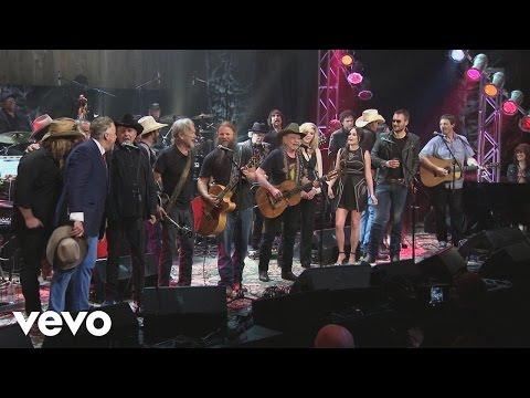 Willie Nelson & Full Ensemble - Luckenbach, Texas (Back to the Basics of Love)