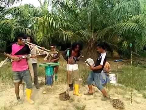 lucu anak lombok caver lagu duit... anak rantau TKI malaysia