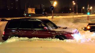 Форик против джипа по снегу(, 2013-12-11T15:43:41.000Z)