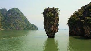 """James Bond Insel """"Khao Phing Kan"""" mit dem Felsen """"Ko Tapu"""" und """"Ko Panyi"""", Phang Nga Bay, Thailand"""