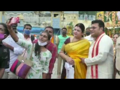 Actor Sai Kumar Visits Tirumala Along With His Wife | Manastars