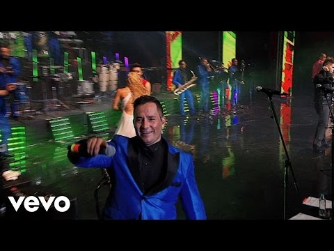 Medley Bronco/ Sergio El Bailador/ Que No Quede Huella/ Amigo Bronco (Live)