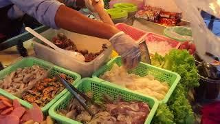 เจ้นิ ร้านยำรสแซบ ตลาดโต้รุ่งเมืองประจวบคีรีขันธ์ ยำทะเลสด ยำมาม่า ยำวุ้นเล้น ยำรวมทะเล ราคา 40 บาท