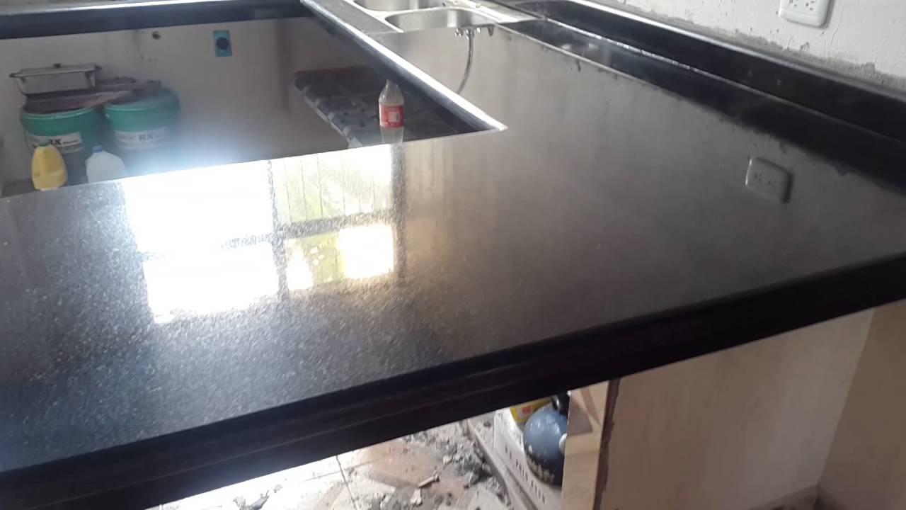 Meson de cocina granito negro san gabriel youtube - Cocinas en negro ...