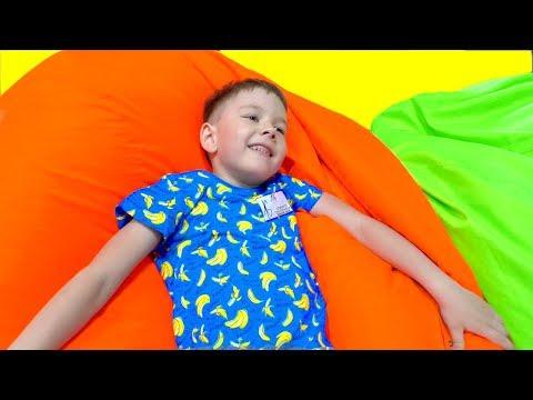 видео: Дети прыгают на БАТУТЕ и играют в ПРЯТКИ в детском игровом батутном центре! roma family vlog