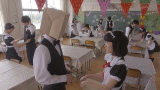 文化祭で、ゆいこ(永野芽郁)と松原くんのクラスはカフェをやることに...