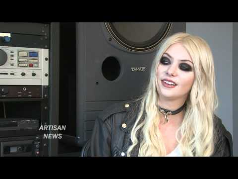 GOSSIP GIRL PRETTY RECKLESS WITH TAYLOR MOMSEN, SHE'S COOL WITH LEAVING