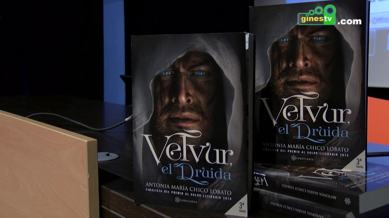 """La escritora Antonia Chico presenta su libro """"Velvur, el druida"""" a escolares de Gines"""