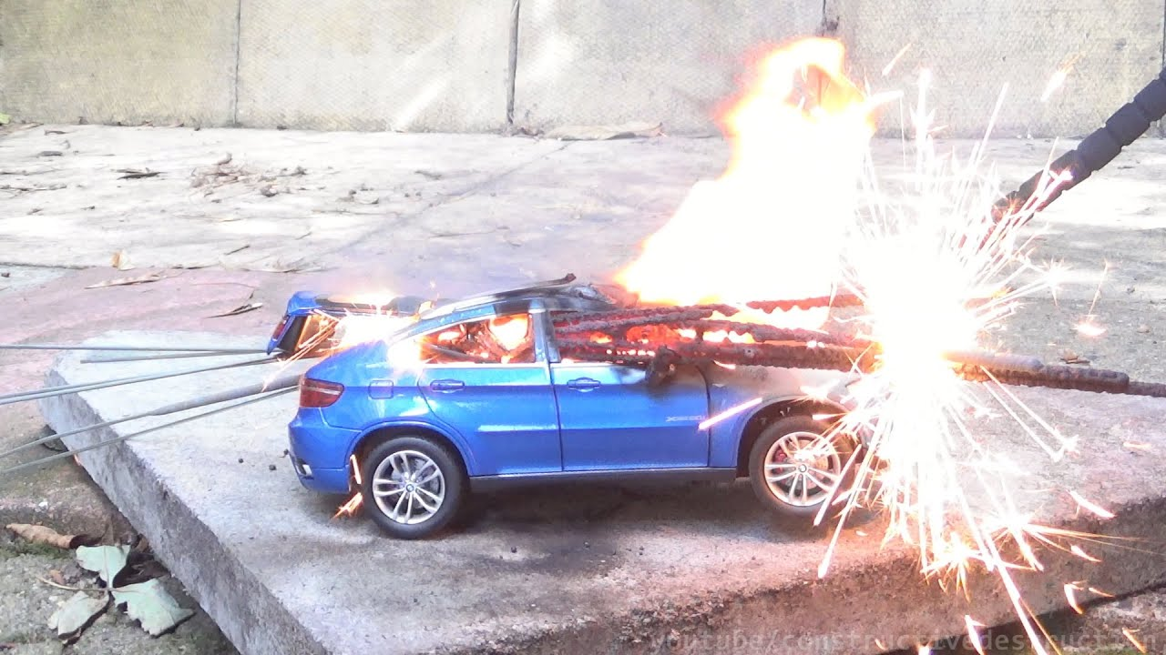 Model BMW X6 Burnout With Sparklers