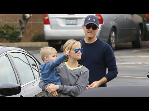X17 EXCLUSIVE: Reese Witherspoon Takes Her Guys For A Coffee Run