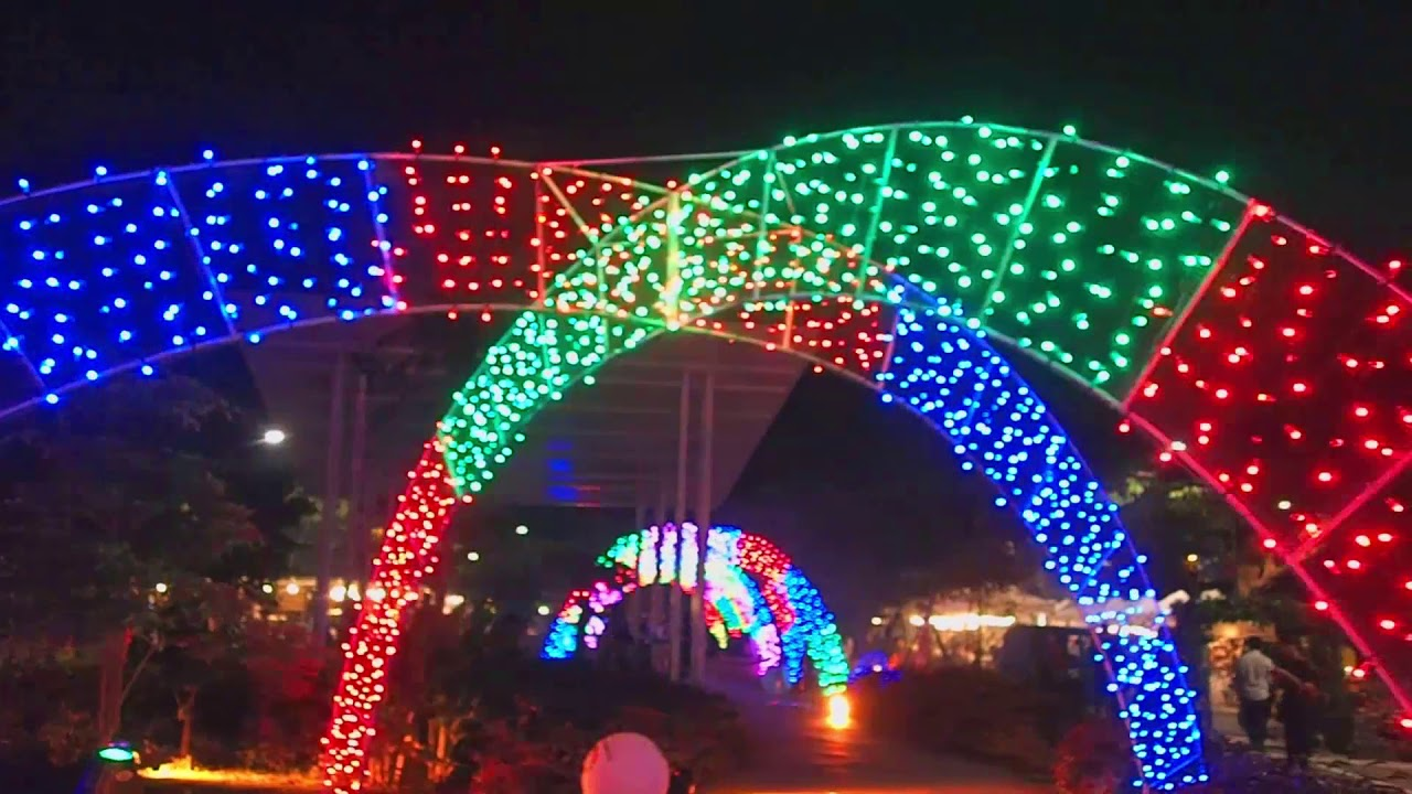 arches changing color the sparkle of christmas light and sound show filinvest alabang