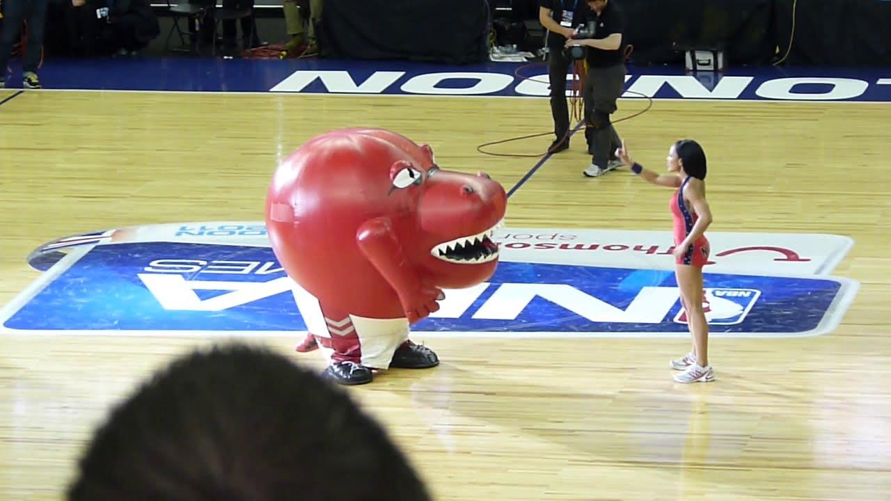 Toronto Raptors mascot eating cheerleader - FUNNY! - YouTube