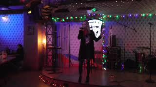 вечер в кафе ресторане на калошине и кривоарбатском переулке около театра вахтангова в центре москвы