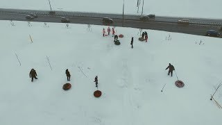 Несмотря ни на что: дети активно катаются с горки на тюбингах в Минске