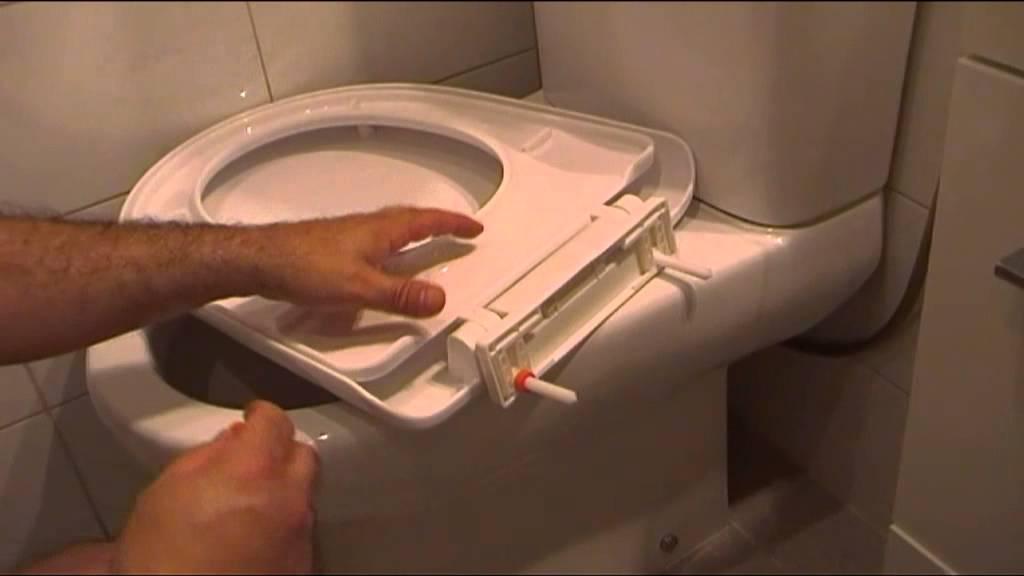 Tapa de wc se mueve ajuste barato y casero con manguera for Tapas de wc universales