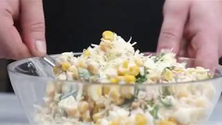 Салат с копченой курицей, кешью и кукурузой в тарталетках