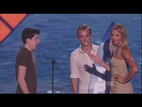 "Tom and Chris hand ""Movie Actress: Comedy"" award to Cameron Diaz at 2011 TCA"