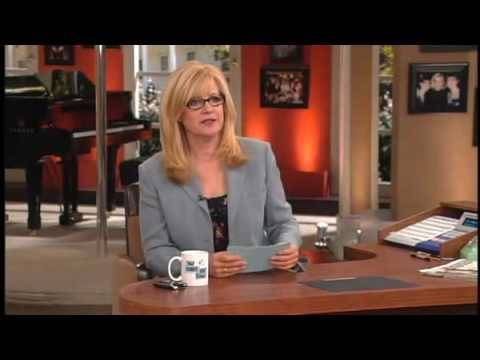 Bonnie Hunt Shows Her New Late Night Talk Show: