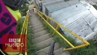 Vertiginoso descenso en bicicleta por un barrio de Medellín (GoPro)