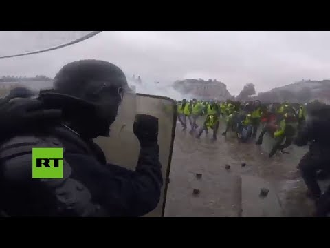 Batalla entre antidisturbios y † chalecos amarillos † a vista de polic�a